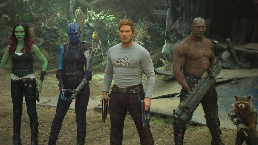 main-guardians-of-the-galaxy-vol-2-chris-pratt-peter-quill-blue-shirt